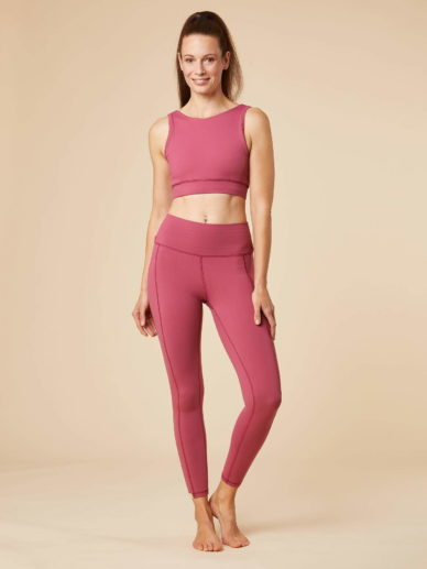 chakrana yoga Bustier Sundari Puder Outfit Frontansicht Outfit des Monats