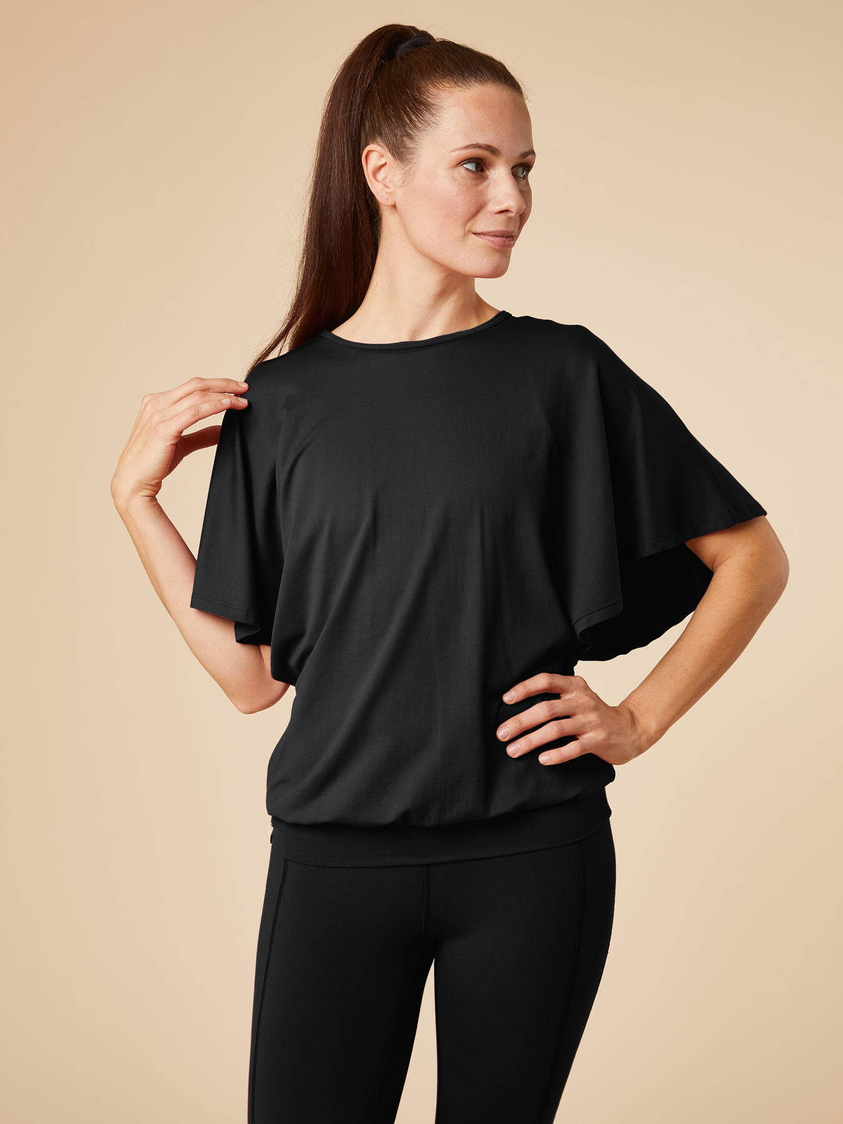 chakrana-yoga-Shirts-Kamala-Schwarz-Hauptbild